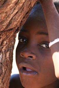 Himba jongen, Epupa Falls, Namibië.