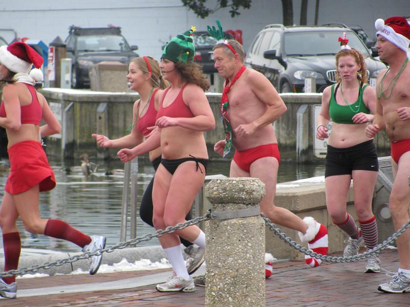 Santa Speedo Run 2010, Copyright Sue Steinbrook