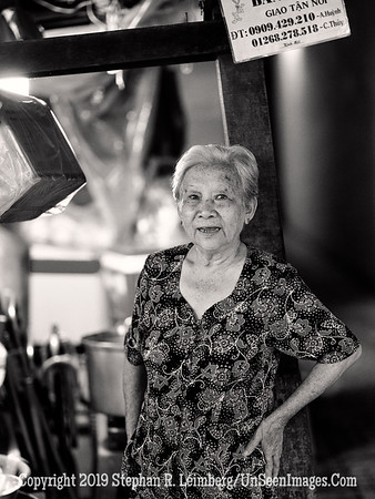 Woman in Kitchen - B&W Copyright 2018 Steve Leimberg UnSeenImages Com _DSF9623