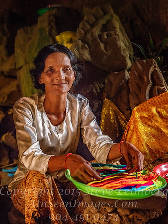 Woman Selling Lucky Treads Ankor Wat Temple Copyright 2018 Steve Leimberg UnSeenImages Com_DSF5412