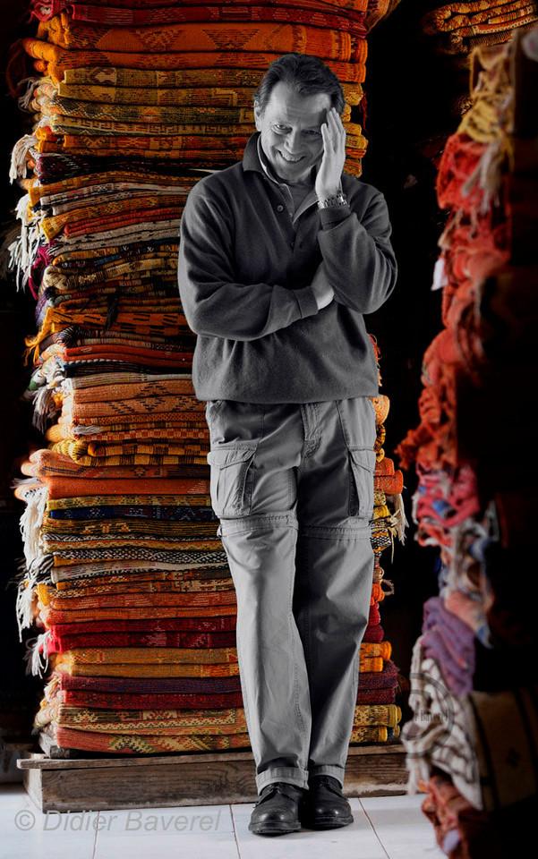 MARRAKECH LE 12/12/04  BALLADE DE BERNARD GIRAUDEAU DANS LE SOUK DE MARRAKECH ©BAVEREL/STARFACE