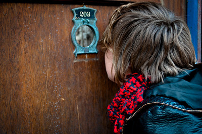 Kristine peeking in Old Town, Chicago