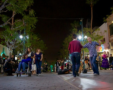 Dancers, Santa Monica Third Street Promenade  ref: 29c2a3e6-149d-489a-bfc6-dc874eaa7751