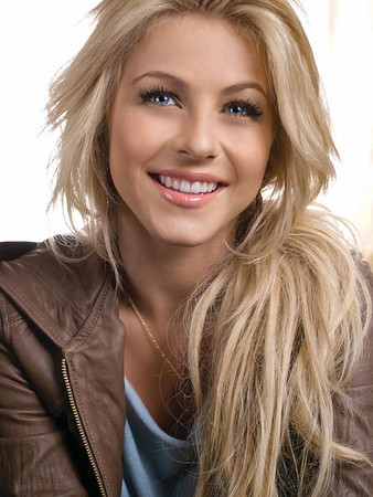 julianne-hough-pose-504314448