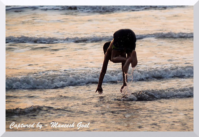 Kid takes a dive in the Arabian Sea @ Harihareshwar, Maharashtra
