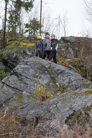 Pojat kalliolla