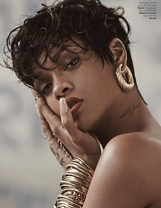 Rihanna-Fashiontography-Vivanco-07