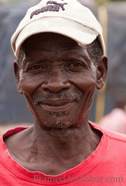 <strong><center>The human face is a fascinating storyteller, and more than everything we like to capture old people. We met this man in the Kwanza sul province, and he posed for us to have his photo taken,</center></strong>