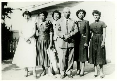 1940s-reyes-easter-grandad-n-sisters