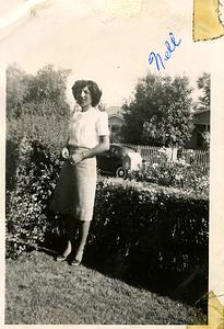 1940s-tia-nellie-modeling2