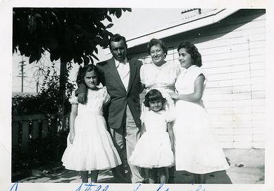 1940s-reyes-jess-stella-family