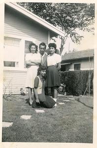 1940s-reyes-carmen-jess-sisters
