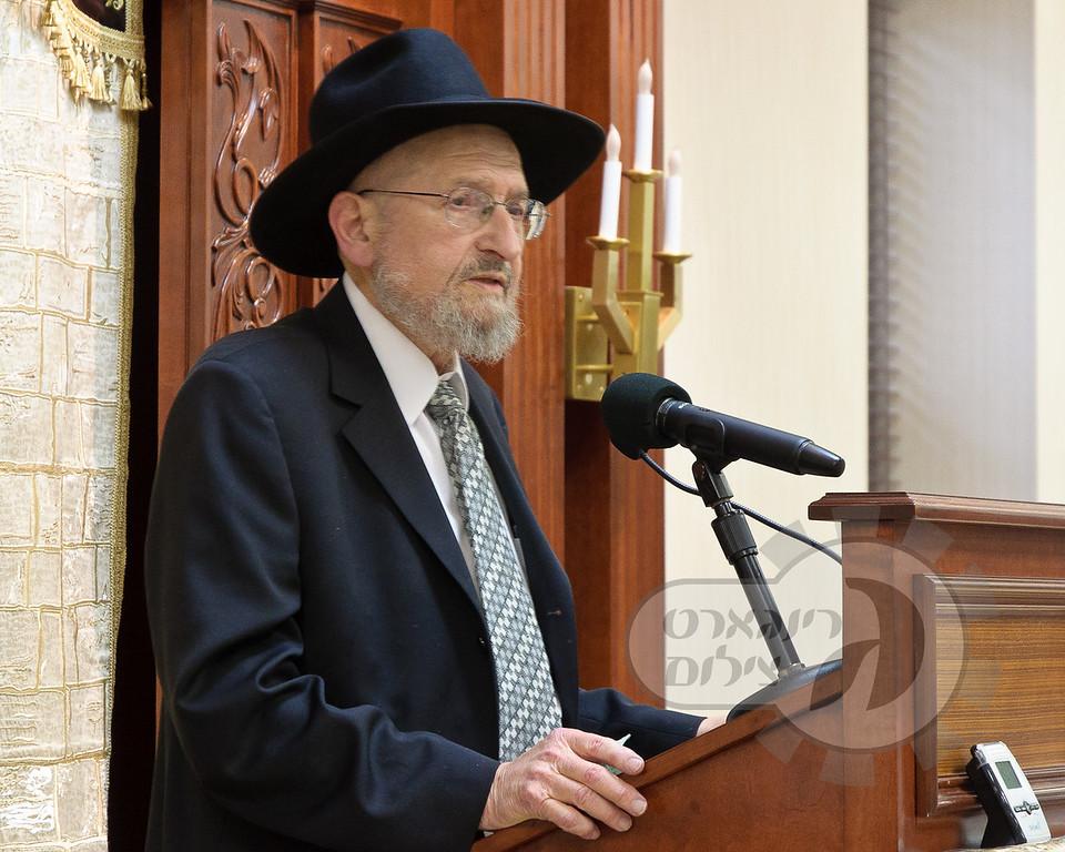 Rabbi Tendler speaking at Beren buidling dedication