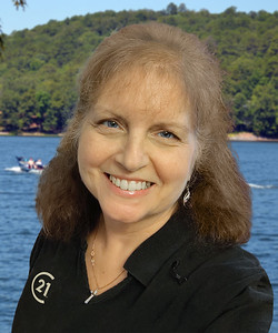2020-08 Donna Bigg forward-headshot Lake Cortez Boating BC size