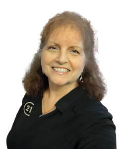 2020-08 C21 Donna Bigg-Headshot 2-Transp-BC
