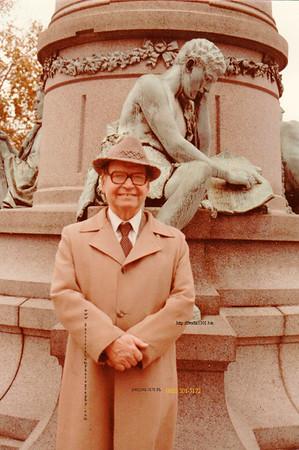 Fred in coat_statue