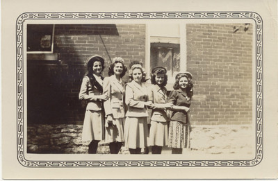 Carr sisters KC KS 50's maybe        Ann, Helen, Mary, Angie, Aggie (youngest on right)