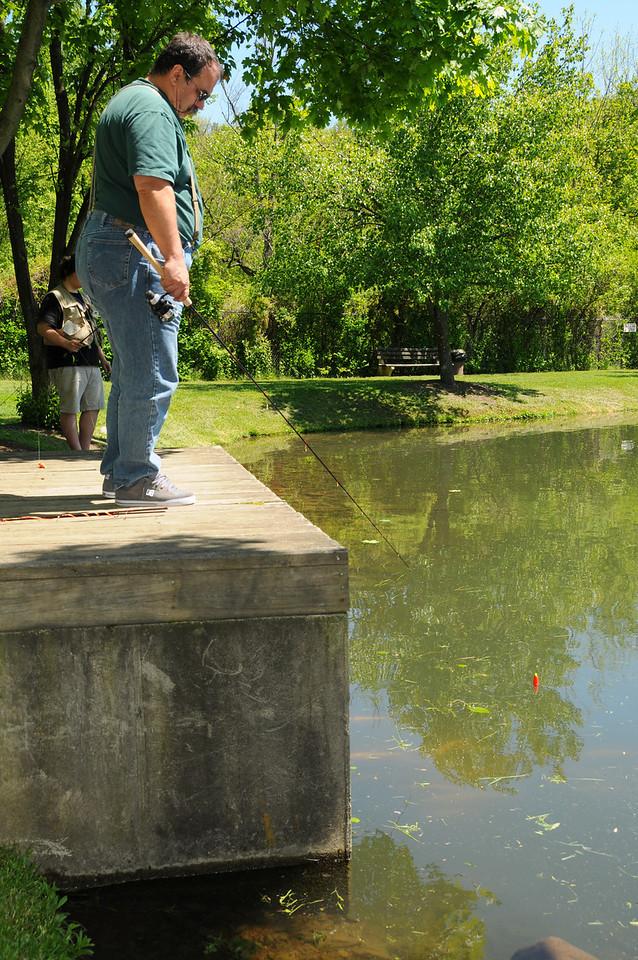 A battle of wills between man and fish at Poconos fish farm - May 2012