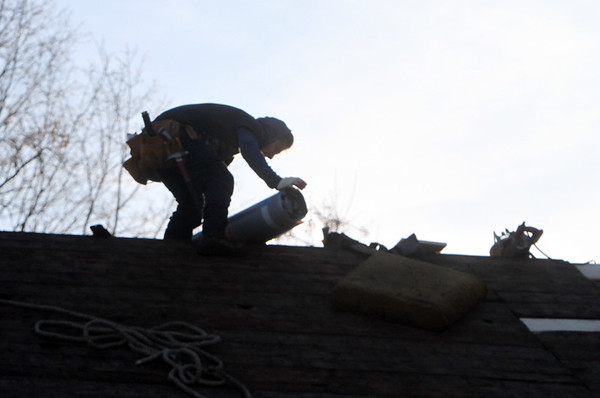 Roofers silhouette Billerica 011018