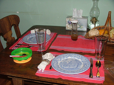 How Mommy sets the table for dinner
