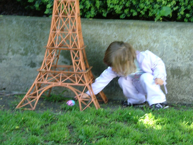 Un oeuf sous la Tour Eiffel