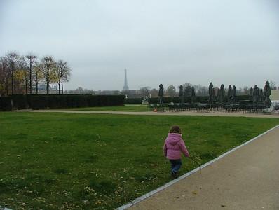 Leaving the Louvre, Eiffel Tower au fond