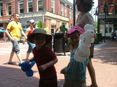Downtown Mall, Balloon animals