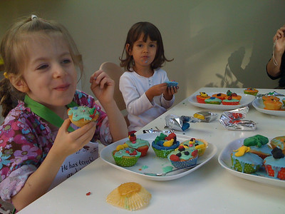 Eating fairy cakes with Esme