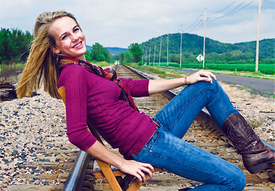 008b Shanna McCoy Senior Shoot - Train Tracks (55mm skinsmooth4 virtpaint)