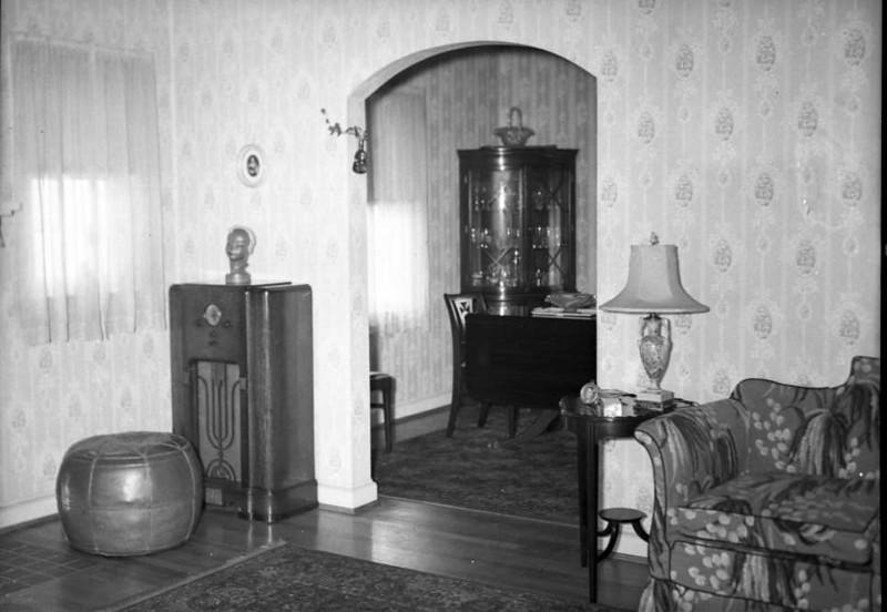Sitting Room 2 (02987)