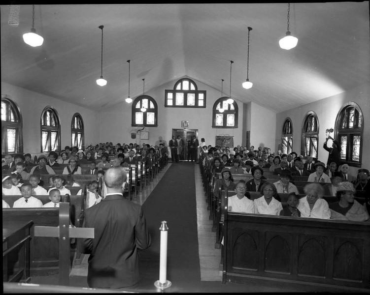 Interior of Rivermont Baptist Church (03607)