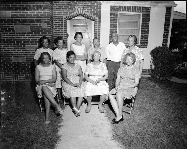 Thompson Family 1966 II (03486)