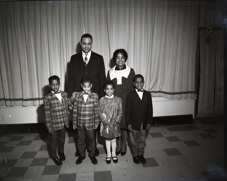 Members of the Cole Family (03692)