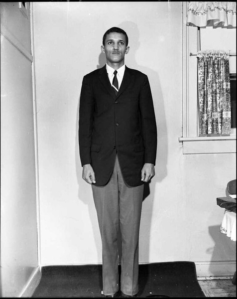 Unidentified Main in Suit 1965 I (03473)