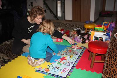 20110114 Sophia and Mimi -Dora Puzzle 010