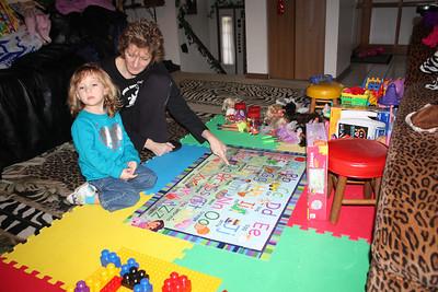 20110114 Sophia and Mimi -Dora Puzzle 003