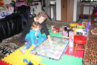 20110114 Sophia and Mimi -Dora Puzzle 005