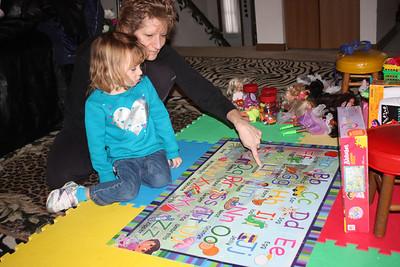 20110114 Sophia and Mimi -Dora Puzzle 007