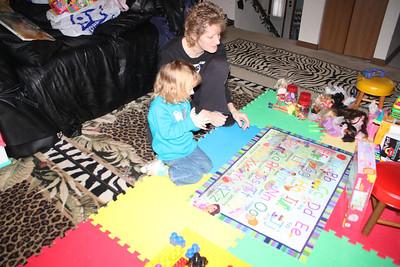 20110114 Sophia and Mimi -Dora Puzzle 002