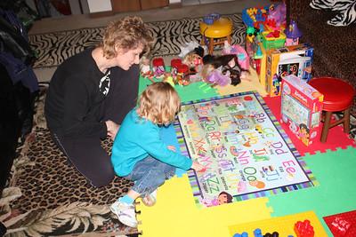 20110114 Sophia and Mimi -Dora Puzzle 001