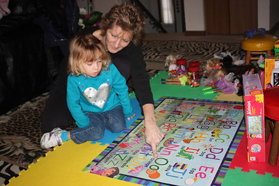 20110114 Sophia and Mimi -Dora Puzzle 008