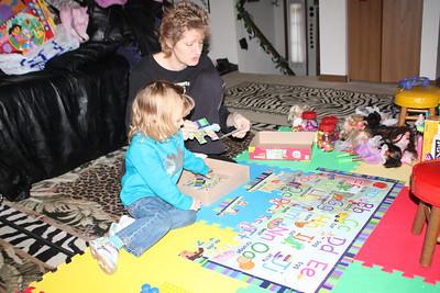 20110114 Sophia and Mimi -Dora Puzzle 009