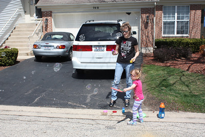 20110429 Sophia and Mimi and Bubbles