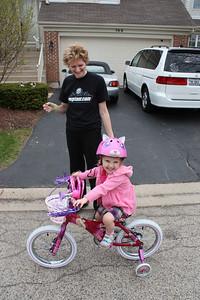 20110509 Sophia's First bike ride on Ione Drive