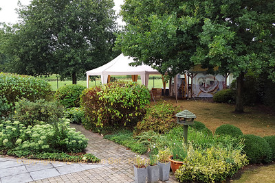 Wedding day: The early morning after the storm... luckily no damage in the garden...