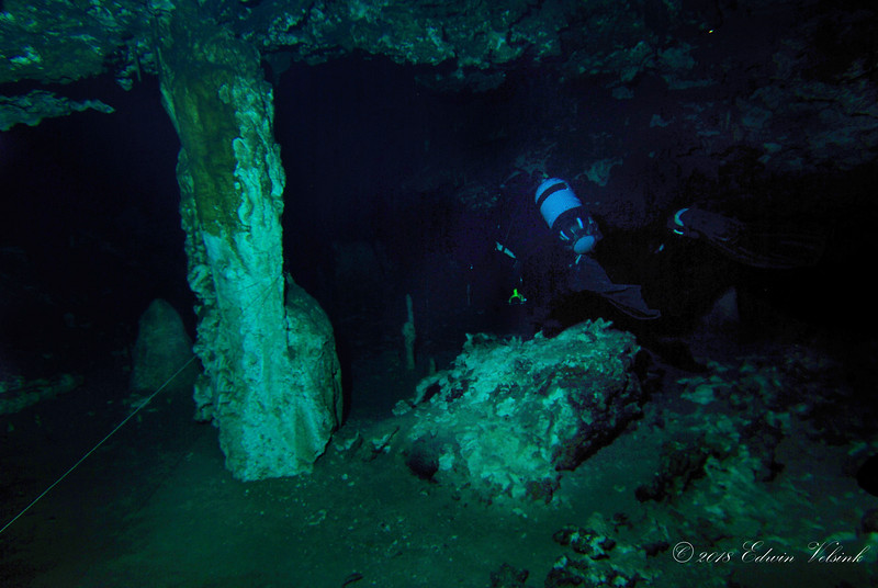 Large pillars hold the roof of the firts cave we dive in