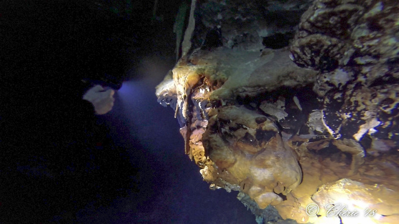 Raul shines his light on some extraordinary rock formations in Cave 1 of Tangue Azul