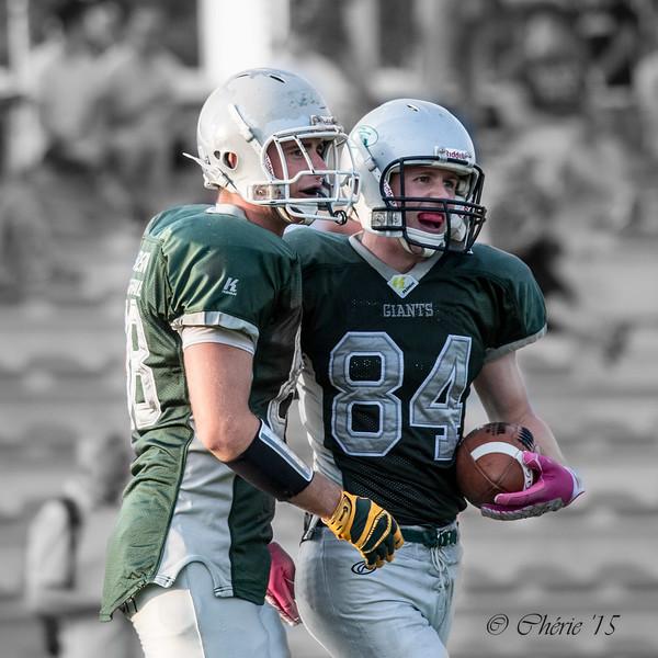 Rune Heyden (nr. 84) en Ilias Guftometros (nr. 88) van Groningen Giants