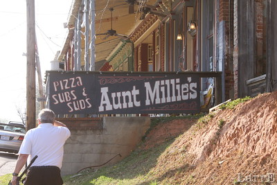 If you're ever in beautiful down town Milton, North Carolina may I suggest Aunt Millie's for pizza.  It's the BEST!