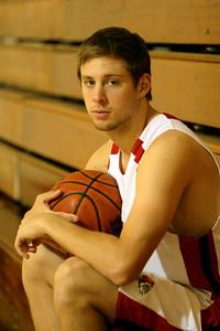 Aaron Linn; 2009